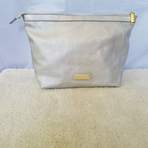 CO STEVE MADDEN SILVER PEBBLED LEATHER LARGE …